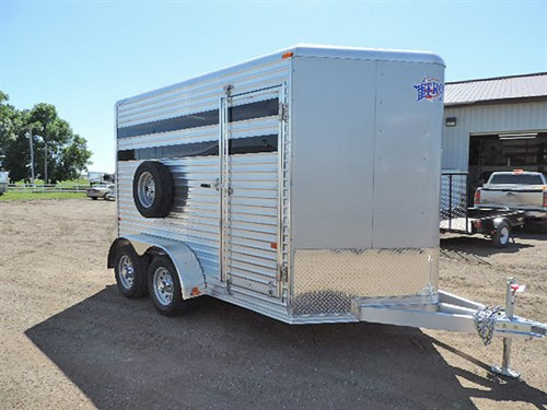 AD#0465 2016 Frontier Colt LS Combo Slant 2H BP, Adjustable Row Of Bridle Hooks, 2 Tier Saddle Rack w/Full Adjustable Heights And Removable In Dressing Rm, Swing Padded Dressing Rm Wall, Air Flow Padded Divider, Plexi glass For Air Gaps On Sides And Rear