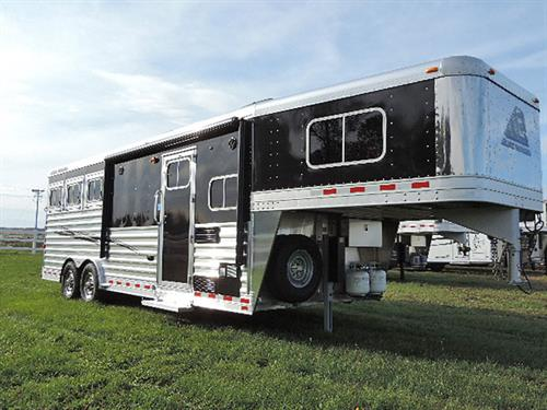 """AD#6705 2016 Elite Mustang 3H GN 8'6 LQ 8'X22'67X7'5 Tall All Alumn Black. This Trailer Has Soft Touch Walls & Ceiling, Knotty Alder Cabinets, Stainless Sink, Micro, 2 Burner Cook Top w/Range Hood, 3cu 2 way Refg, Flip Up Counter Top, Sofa, 24""""TV, AM-FM Radio w/DVD-CD Player, Interior & Exterior Speakers, Hat Racks"""
