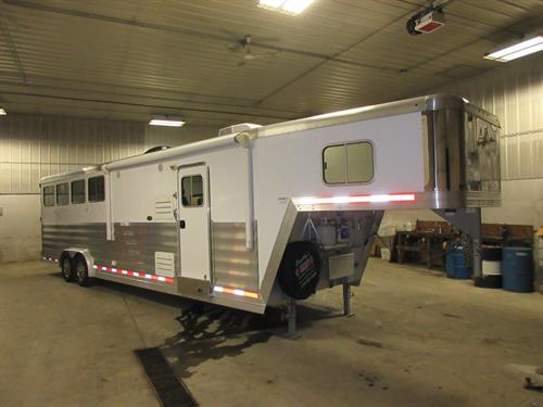 REDUCED! 2013 Featherlite 4 Horse LQ