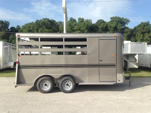 2017 Bee (3) horse slant load bumper pull trailer with a 4' dressing room that has a (3) tier removable saddle rack, bridle hooks and a spare tire! The horse area has an interior height of 7' tall x 6' wide x 14' long, escape door, stock type sides, rubber mats over wood floor and a full swinging rear door and a rear ramp! LIFETIME WARRANTY on the trailer floor!!!! Beige in color!