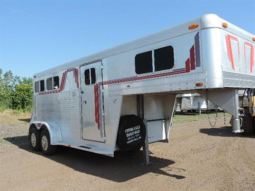 #13301 1989 4Star GN 6'x14'x7' DLX 2 Horse, 2 ft to 6 ft dress room, carpet GN, drop, and floor, 2 tier saddle rack, GN windows, 2 brush trays, padded divider, full lined rump wall, large feed doors w/breast bars, feed bags, double rear door w/windows, removable rear post, stainless steel simulators, tires like new.