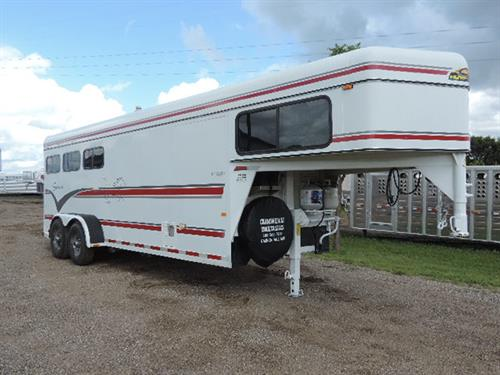 "1998 Sundowner GN 6'8""X21'X7' tall Horizon II 3 Horse, 6 ft to 10 ft weekender, refrigerator, water heater, sofa-sleeper, sink, shower-stool combo, microwave, drop down feed doors, rump wall windows, lined walls, slam latch dividers, roof vents, collapsible rear tack w/3 tier swing out saddle racks. ~*~*SALE *~*~* PRICE *~*~*$8,900.00 *~*~"
