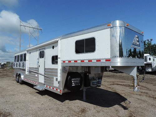 "#17499 2018 Elite Mustang GN 8'x28'x7'6"" white skin, 4 horse, w/10'8"" LQ w/cust solid alder wood, soft touch walls and ceil, dinette, 6 cu refrigerator, double stainless steel sink, roll up screen door, ducted A/C, ducted furnace, AM-FM stereo, inside/outside speakers, TV-DVD player, microwave, vanity w/stainless steel sink"