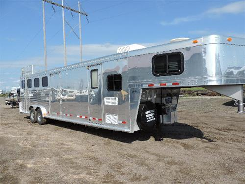 Ad#03389  2000 Cherokee, 4 Horse GN 8'x29'x7', 9' LQ, 9', mangers, hay rack and ladder, big foot hyd jack, ramp, 3' mid tack, dinette, .04 refrigerator, 2 burner stove, single sink, microwave, TV hookup, full bath shower and stool, radio AM/FM CD player, walkthrough door to mid tack.  ~PRICE~$24,900.00~