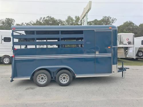 2018 Bee (3) horse slant load bumper pull trailer with a tack room that has (3) saddle racks, bridle hooks, spare tire and a swinging tack room wall.  The horse area has an interior height of 7' tall x 6' wide x 16' long, escape door, rubber mats over wood floor, full swinging rear door with a rear ramp!  LIFETIME WARRANTY on the Floor!