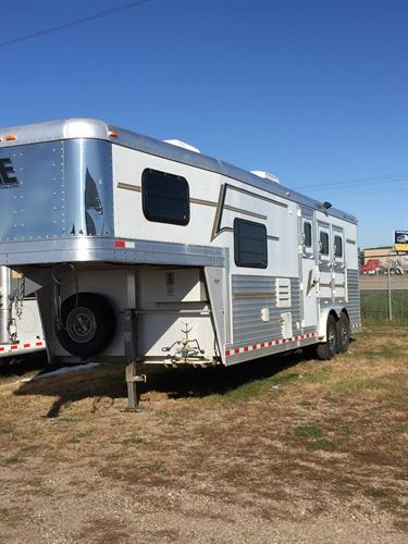 2006 Elite 3-Horse slant load Gooseneck with 10ft short wall living quarters