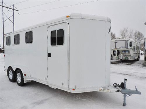 #1721  2007 Featherlite  3H  BP 7'x17'x7'  V-Nose, 2ft-6ft Dress Room, Carpeted, Bridle Hooks, Brush Tray, Clothing Rod & Storage Bins, Saddle Rack Setting, Camper Screen Door, Drop-Down Windows w/ Fold-Down Bars, Spring Loads- Slam-Latch Dividers,  Collapsible Rear Tack, 3-Post Saddle Rack w/ Blanket Racks, Bridle Hooks,  Roof Vents, Double Rear Doors w/ Windows. Trailer Serviced & Ready –to-Go!  Trailer in EXCELLENT Condition!  Financing & Delivery Available.  ***Sale Price $10,900.00***
