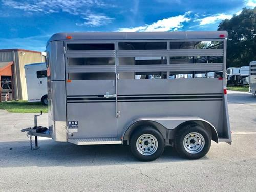 2020 Bee (2) horse slant load bumper pull trailer with a 4' dressing room that has a (2) tier removable saddle rack, bridle hooks and a spare tire! The horse area has an interior height of 7' tall x 6' wide x 14' long, escape door, stock type sides, rubber mats over wood floor and a full swinging rear door! LIFETIME WARRANTY on the trailer floor!!!! Beige in color!