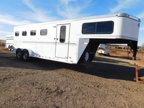 AD#7324 2006 Sundowner Sunlite 727 GN 7' X 21' X 7' 4 Horse W/2' To 4' Dress Room, Removable/Movable 4 Tier Saddle Rack, Bridle Hooks, Blanket Bar, Carpeted GN-Drop-Floor, Collapsible Rear Tack, Bridle Hooks, 3 Drop Down Windows, Escape Door, Padded Divider - Last Divider Telescopic, Lined & Insulated Walls, Floor Mats, 4 Roof Vents, Interior Lights, 2 Rear Load Lights, 2-7,000 Lb Axles