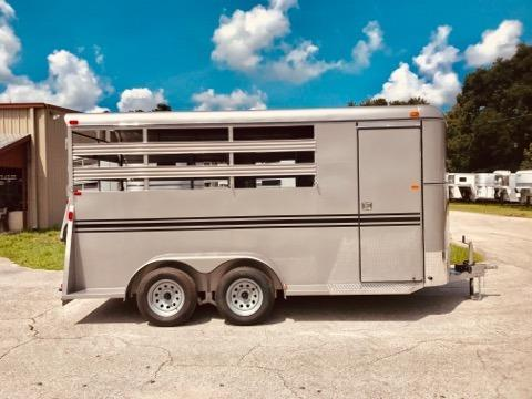 2020 Bee (3) horse slant load bumper pull trailer with a 4' dressing room that has a (3) tier removable saddle rack, bridle hooks and a spare tire! The horse area has an interior height of 7' tall x 6' wide x 16' long, escape door, stock type sides, rubber mats over wood floor and a full swinging rear door! LIFETIME WARRANTY on the trailer floor!!!!  Beige in color!
